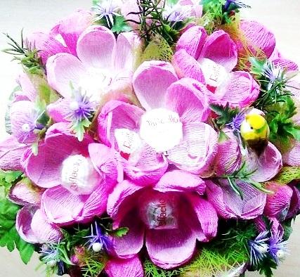 Бумажные цветы с конфетами своими руками фото 182