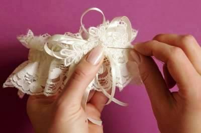 как сшить свадебную подвязку
