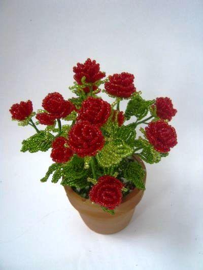 маленькие розы из бисера