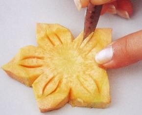 цветок нарцисс из моркови и репы