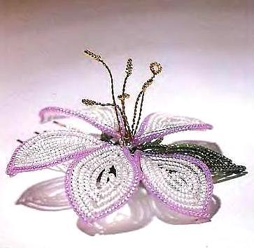 заколка с цветком из бисера