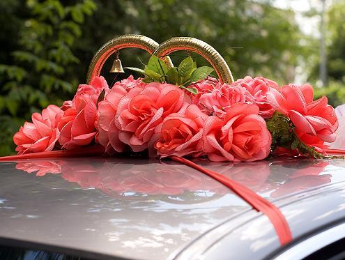 оформление свадебной машины кольцами