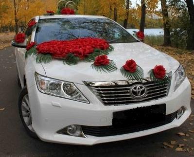 свадебная машина украшенная цветами